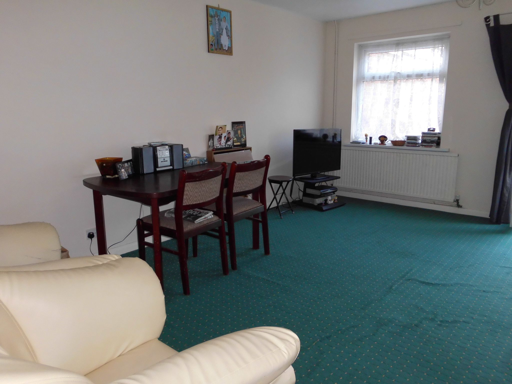 3 bedroom semi-detached house For Sale in Leicester - Photograph 4.