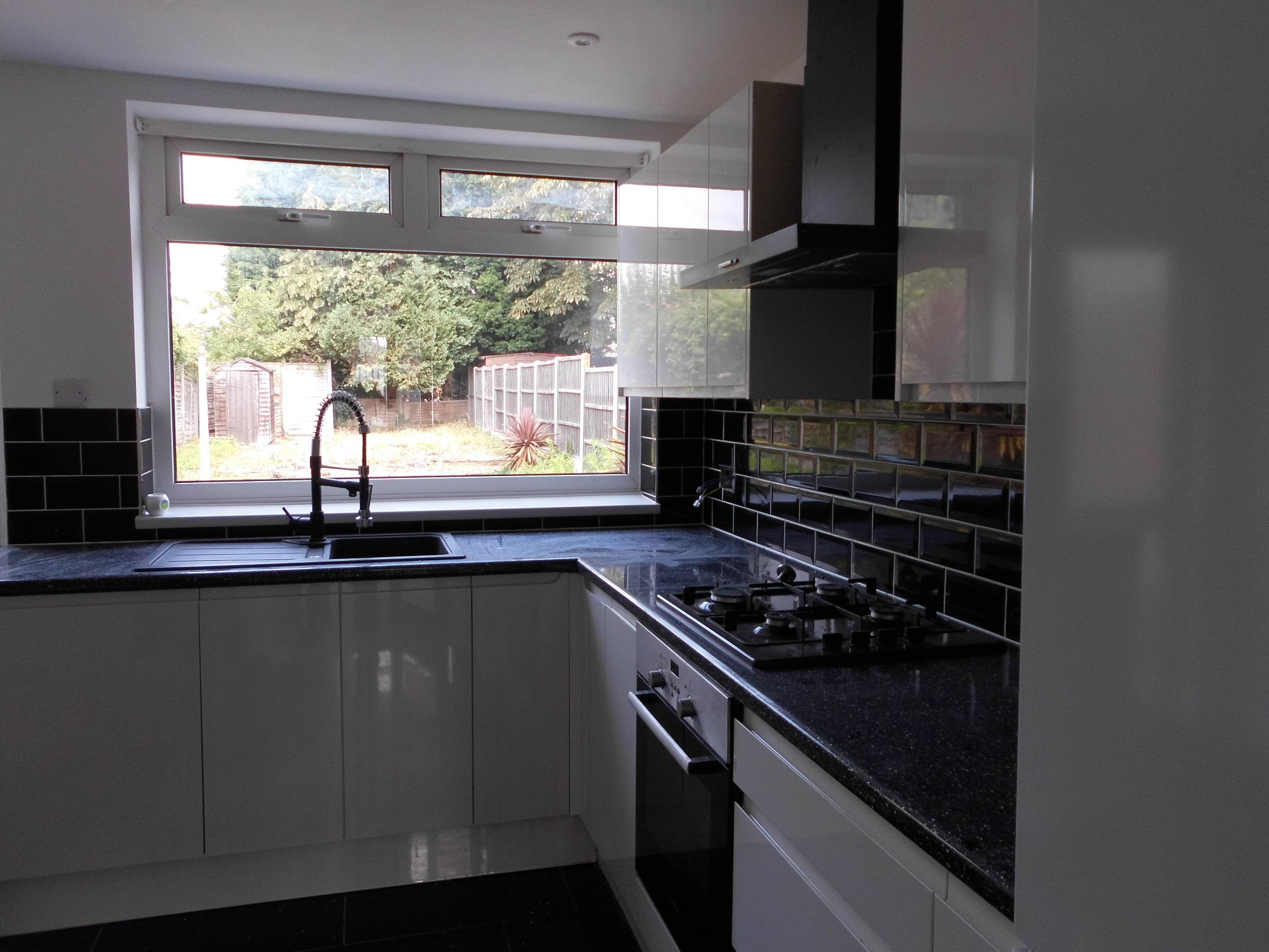3 bedroom semi-detached house Reserved in Leicester - Photograph 5.
