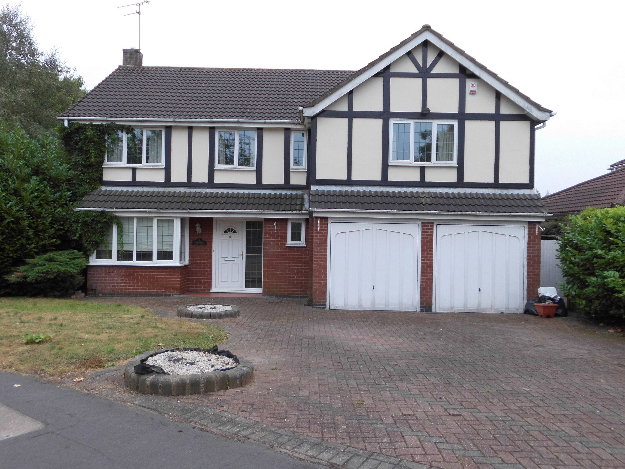 5 bedroom detached house SSTC in Leicester - Property photograph.