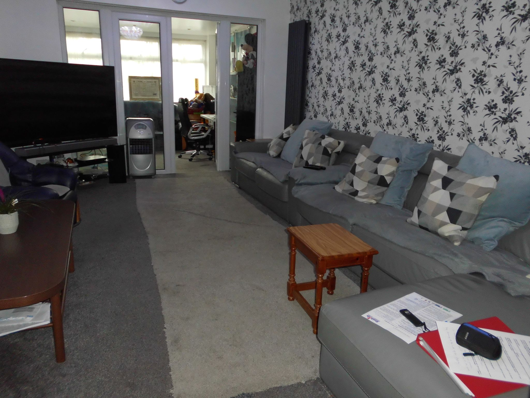 3 bedroom semi-detached house For Sale in Oadby And Wigston - Photograph 4.
