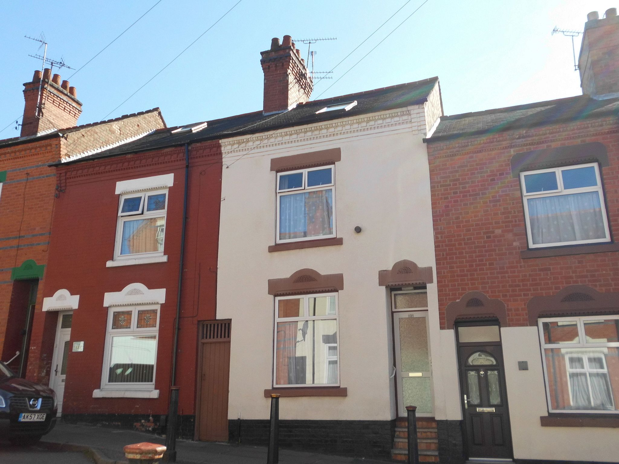 4 bedroom mid terraced house For Sale in Leicester - Photograph 1.