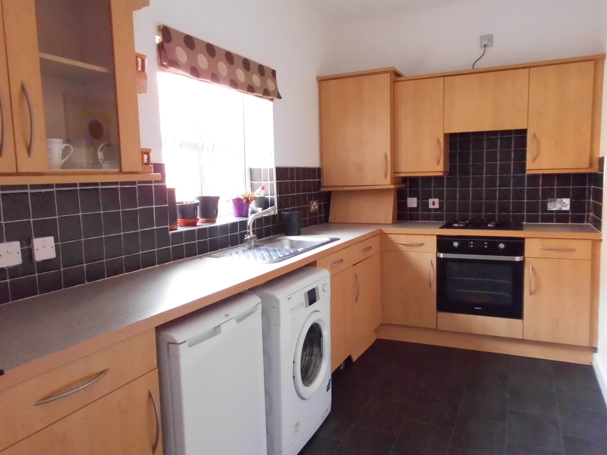 2 bedroom town house For Sale in Leicester - Photograph 4.