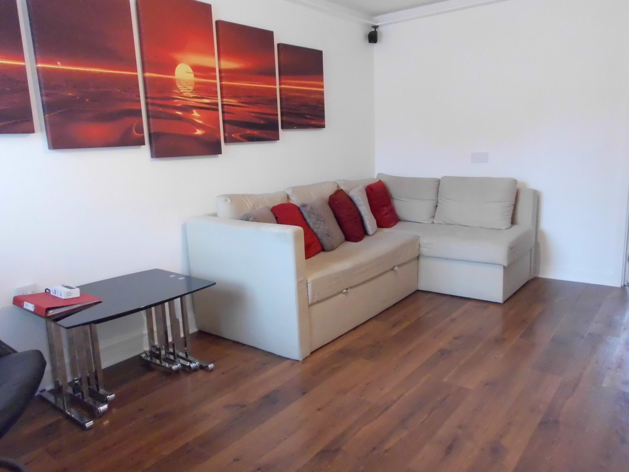2 bedroom semi-detached house For Sale in Leicester - Property photograph.