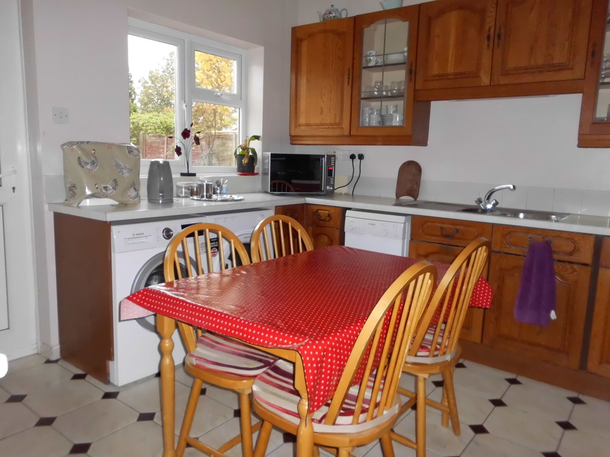 4 bedroom detached bungalow SSTC in Leicester - Photograph 5.
