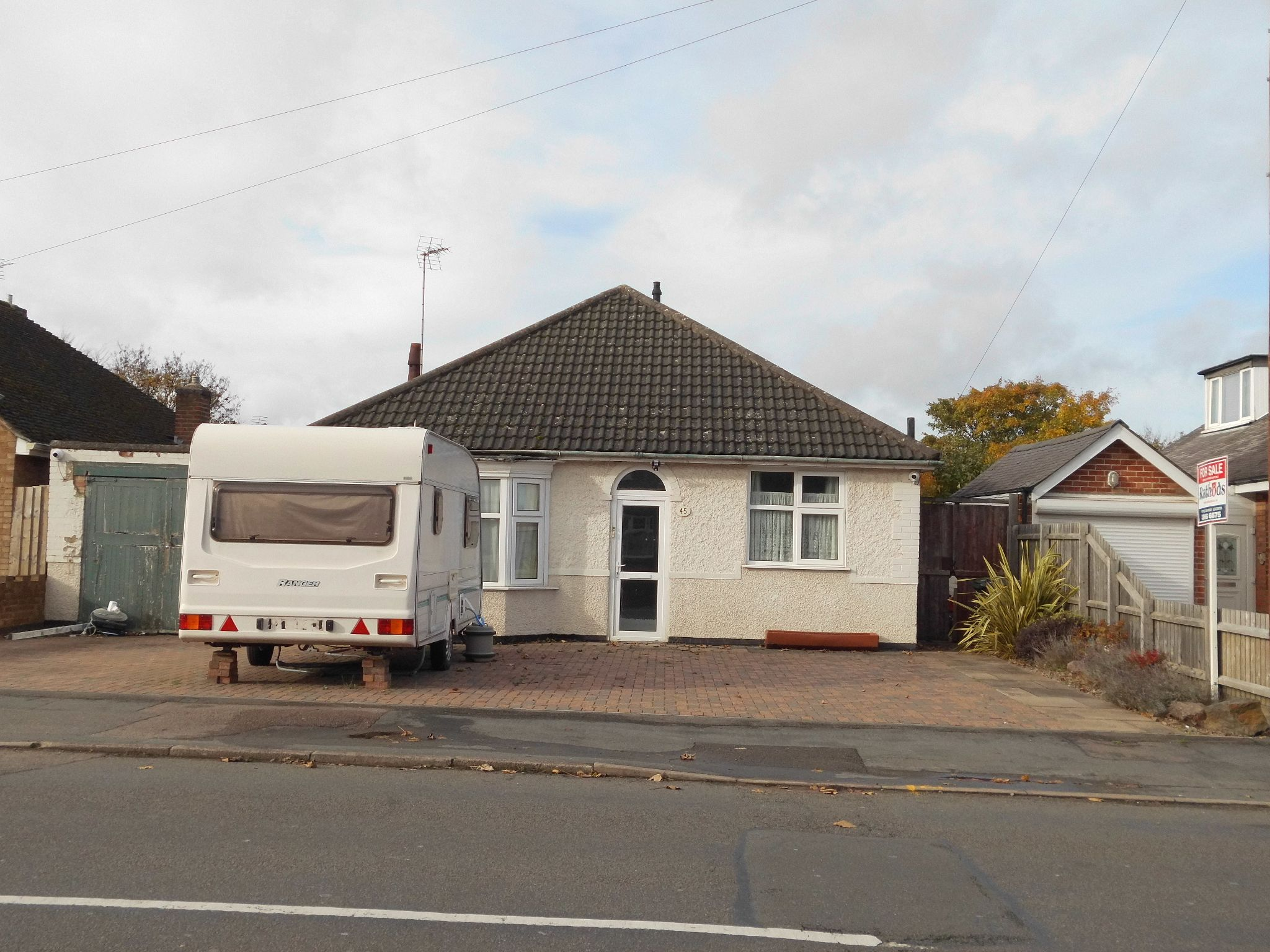 4 bedroom detached bungalow SSTC in Leicester - Photograph 1.