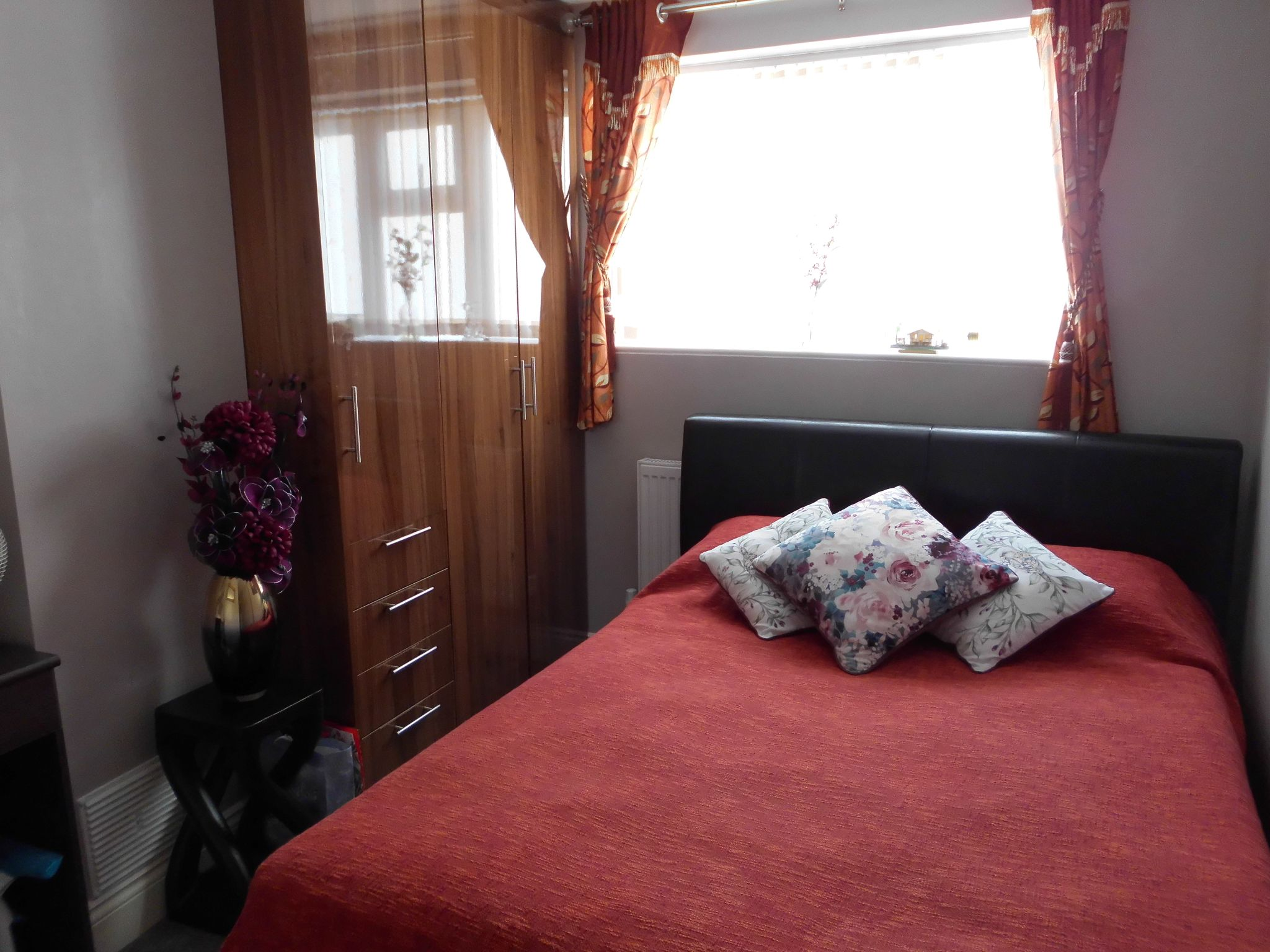 3 bedroom semi-detached house For Sale in Leicester - Photograph 5.
