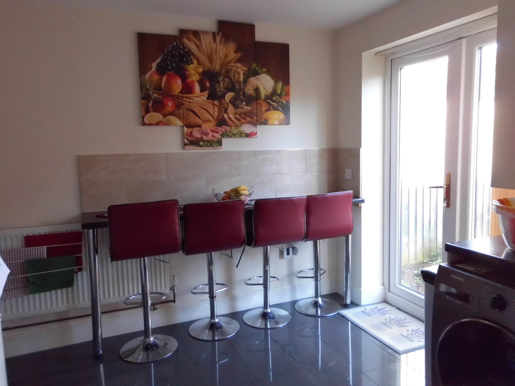 3 bedroom semi-detached house For Sale in Leicester - Photograph 8.