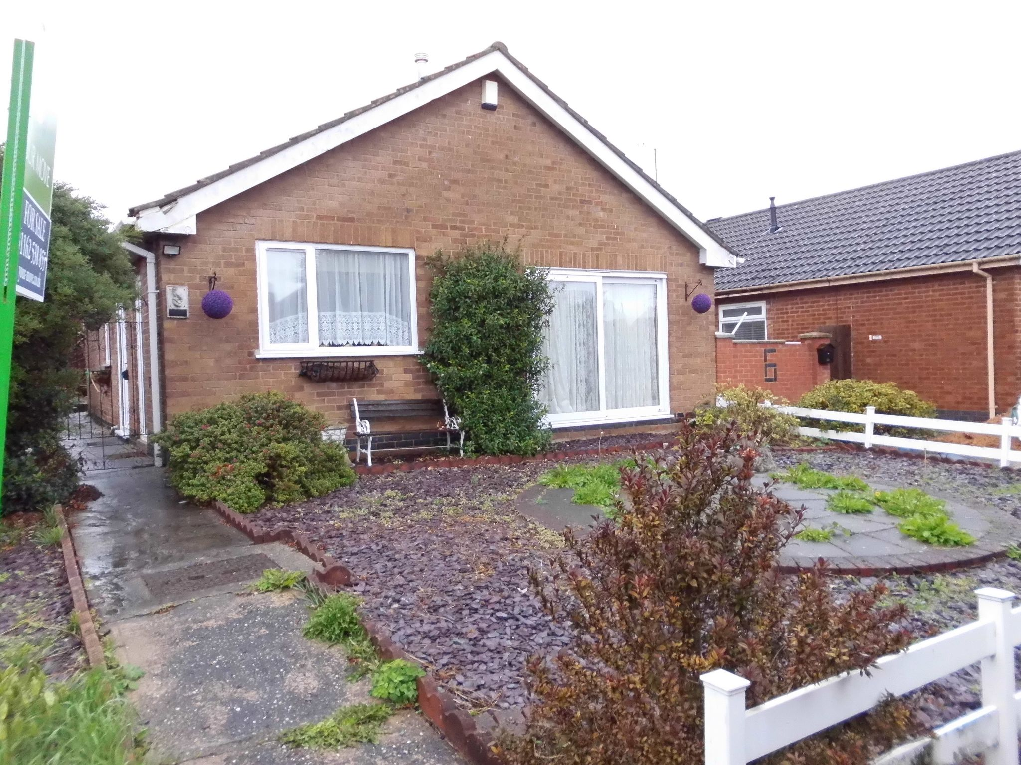 2 bedroom detached bungalow Let Agreed in Leicester - Photograph 1.