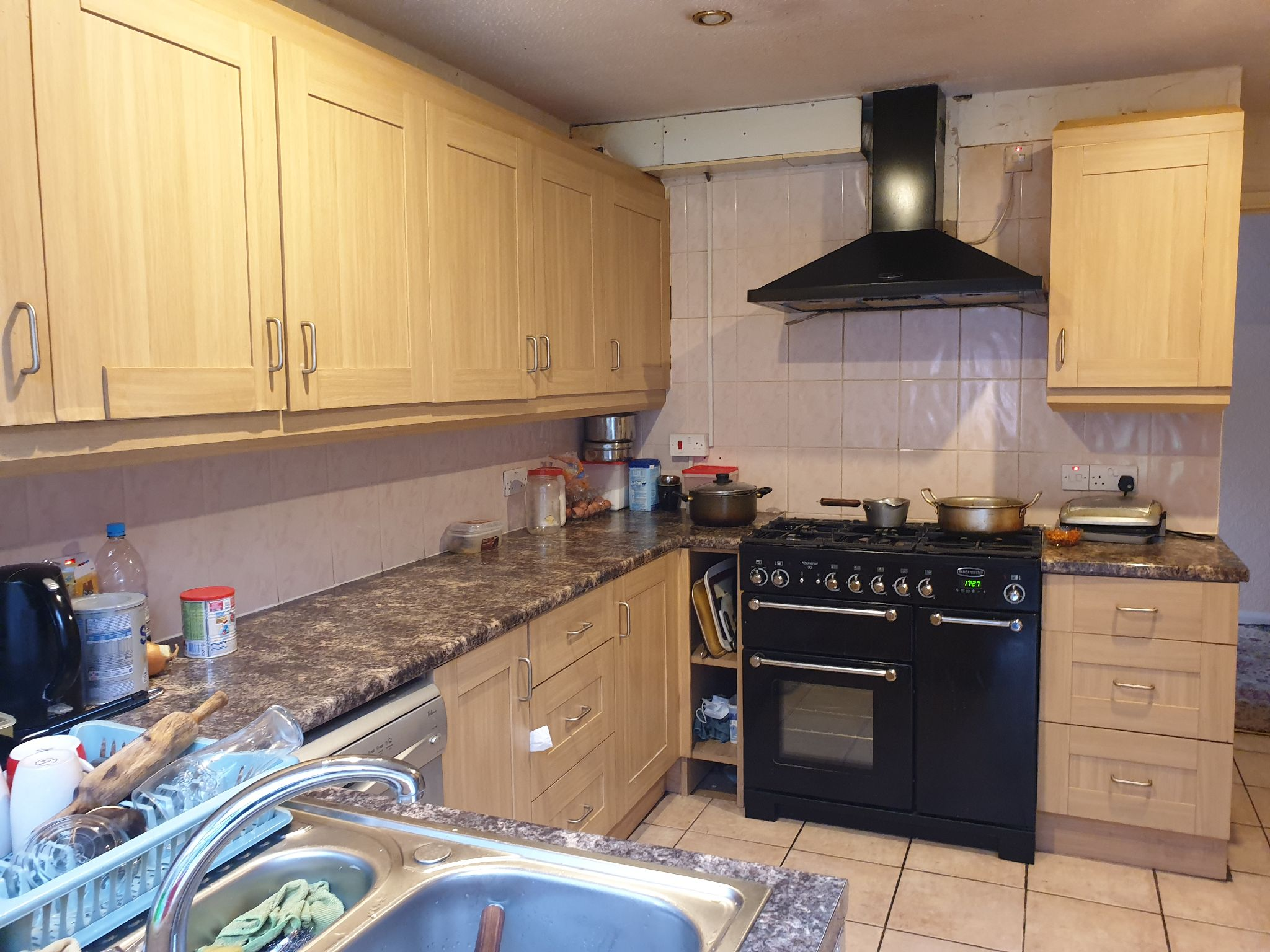 4 bedroom detached house For Sale in Leicester - Photograph 7.