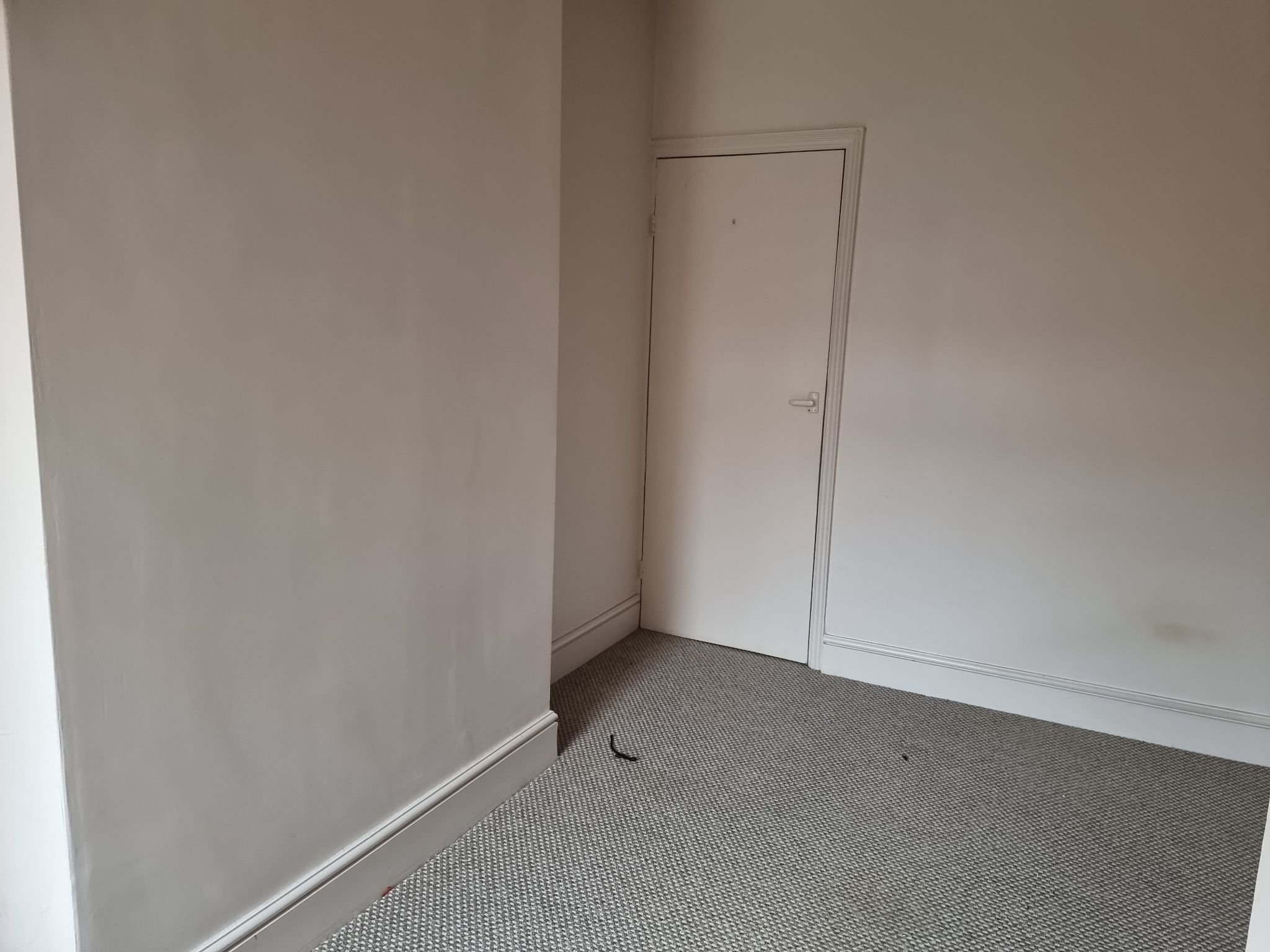 3 bedroom mid terraced house For Sale in Leicester - Photograph 8.