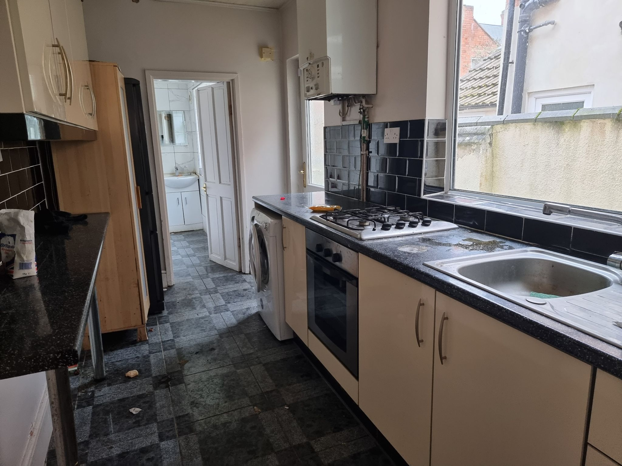 3 bedroom mid terraced house For Sale in Leicester - Photograph 5.