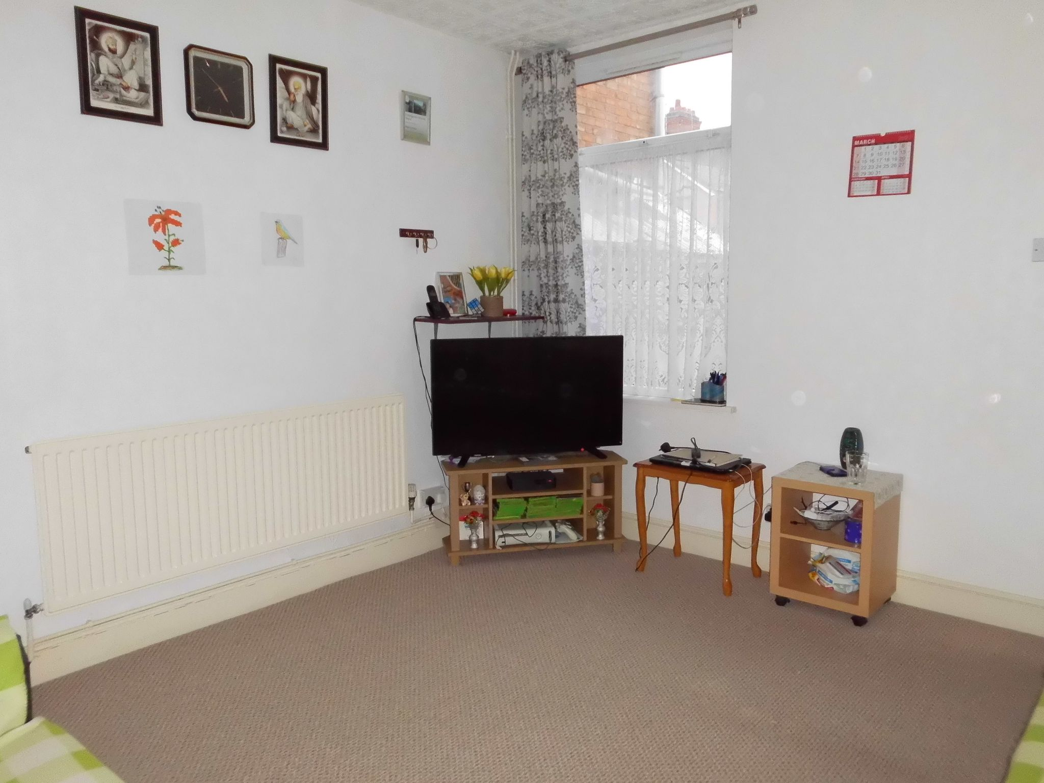 3 bedroom mid terraced house SSTC in Leicester - Photograph 4.