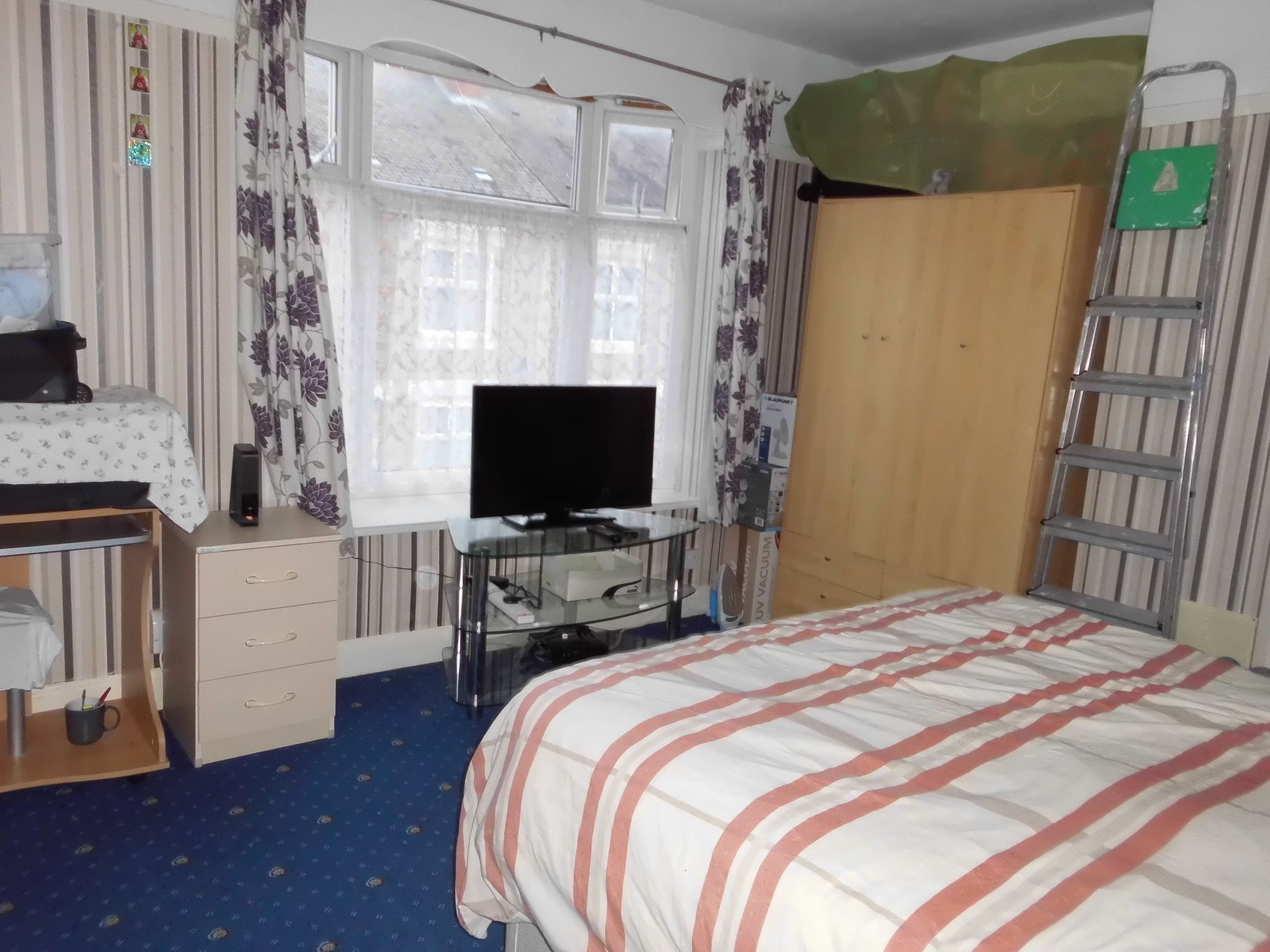 3 bedroom mid terraced house SSTC in Leicester - Photograph 8.