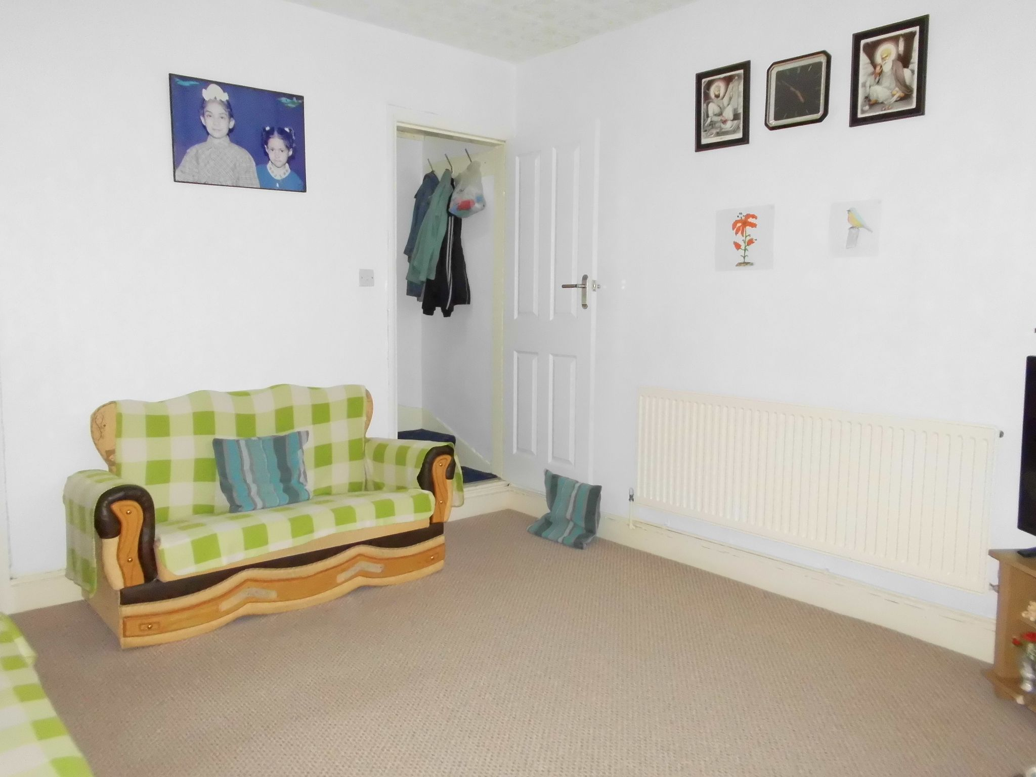 3 bedroom mid terraced house SSTC in Leicester - Photograph 5.