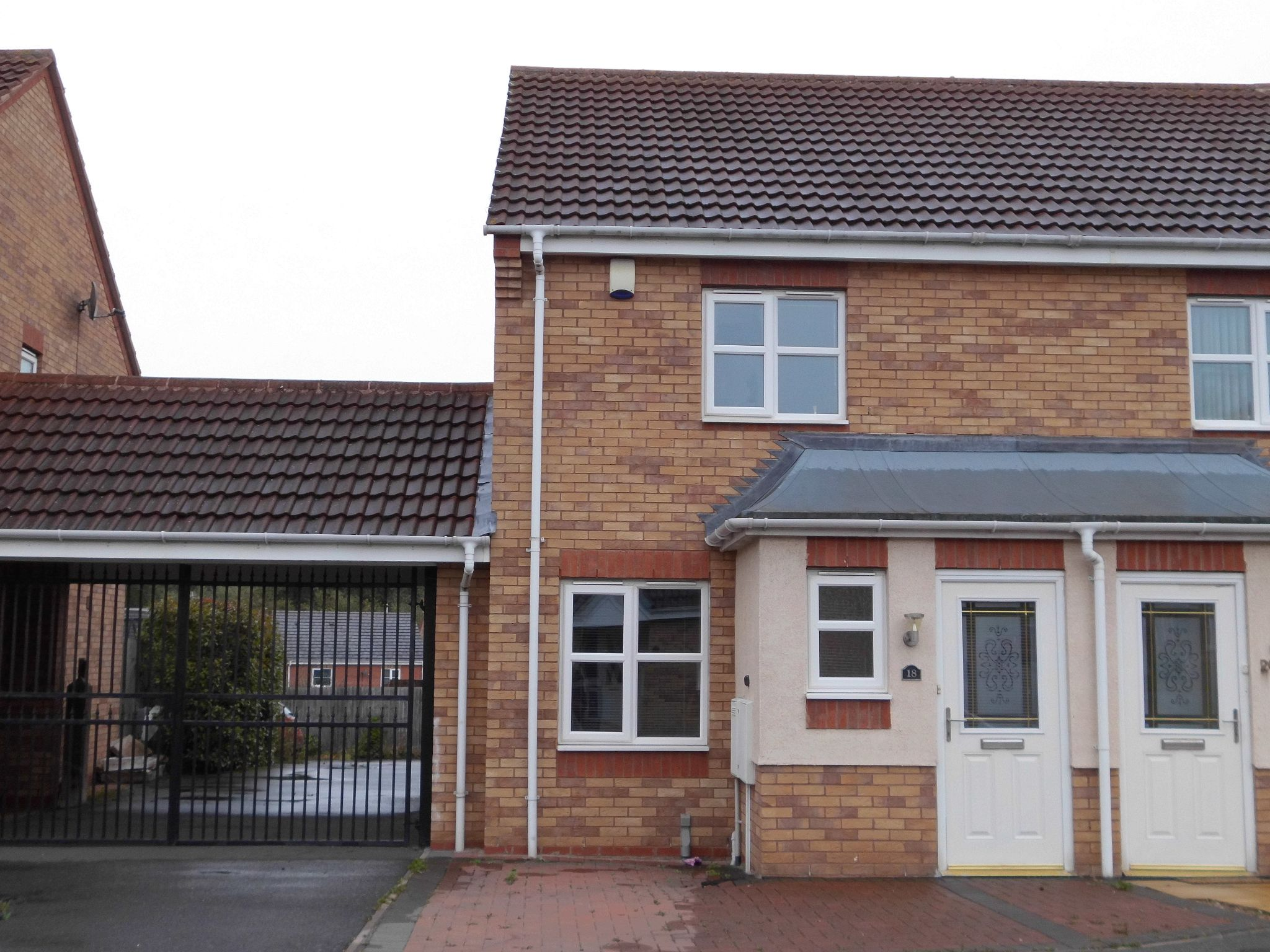 2 bedroom semi-detached house To Let in Leicester - Photograph 1.