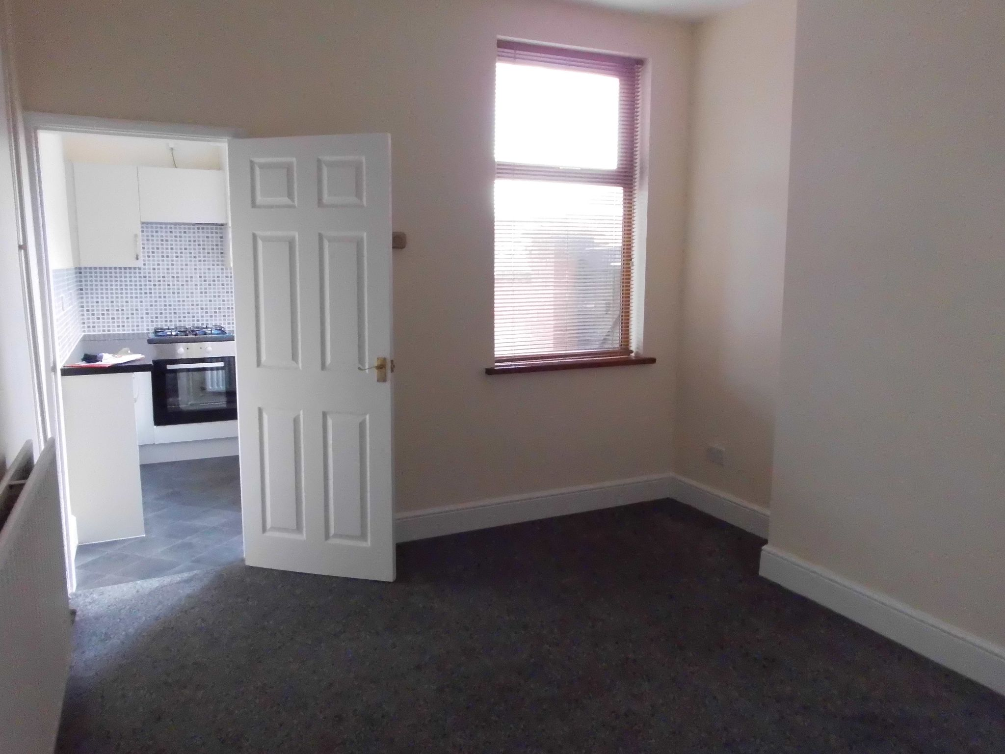 2 bedroom mid terraced house For Sale in Leicester - Photograph 3.