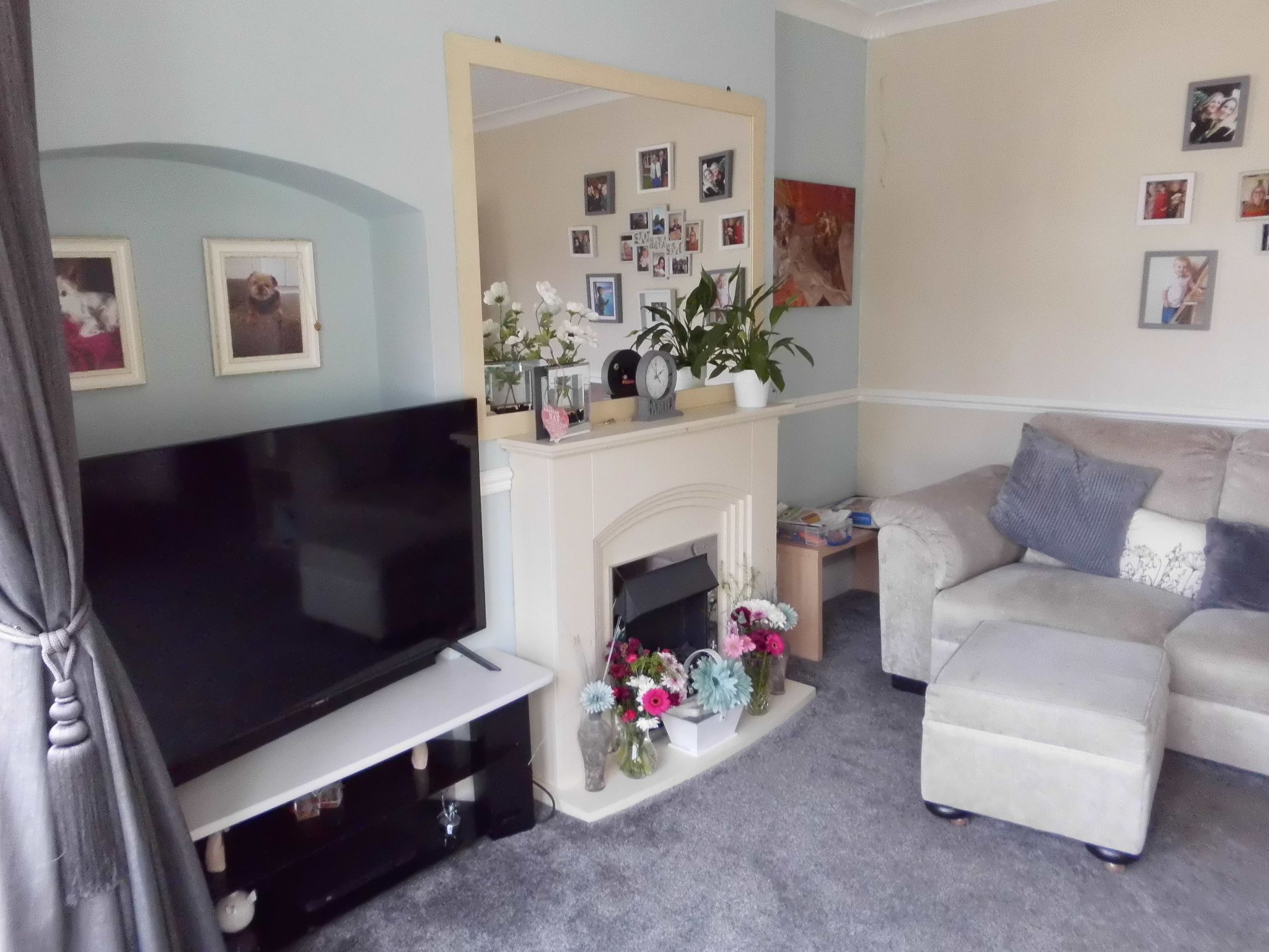 4 bedroom detached house For Sale in Leicester - Photograph 3.
