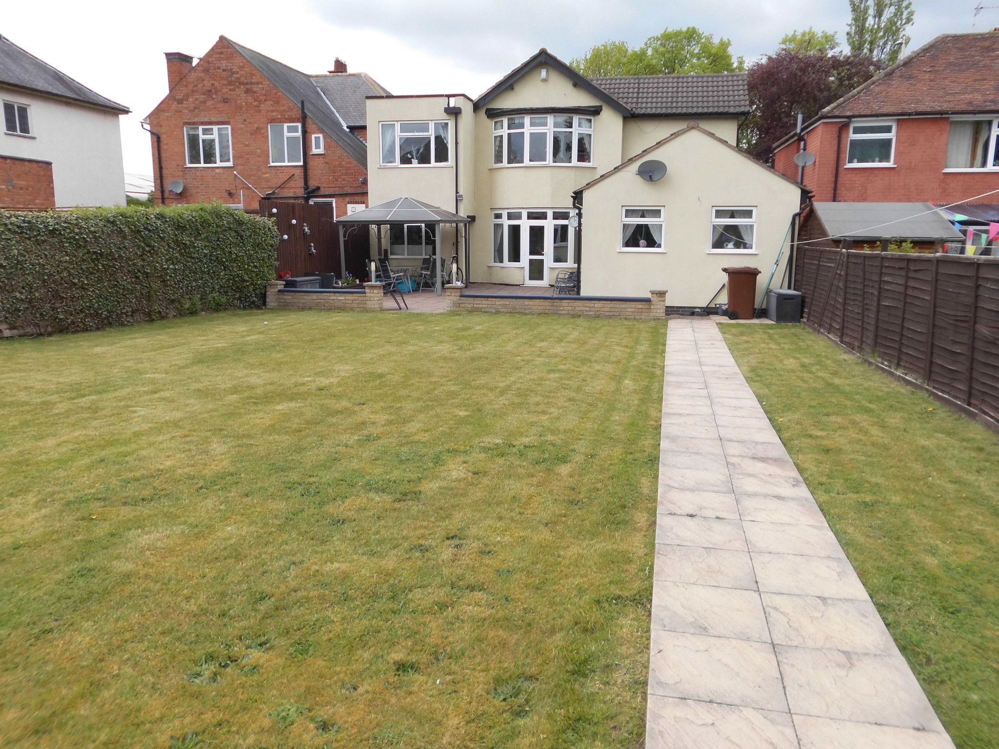 4 bedroom detached house For Sale in Leicester - Photograph 23.