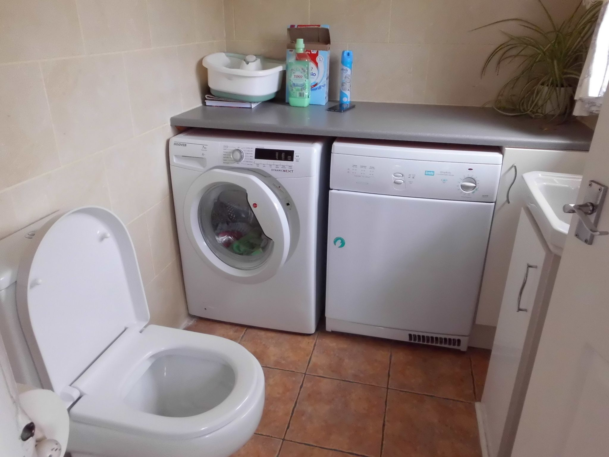 4 bedroom detached house For Sale in Leicester - Utility.