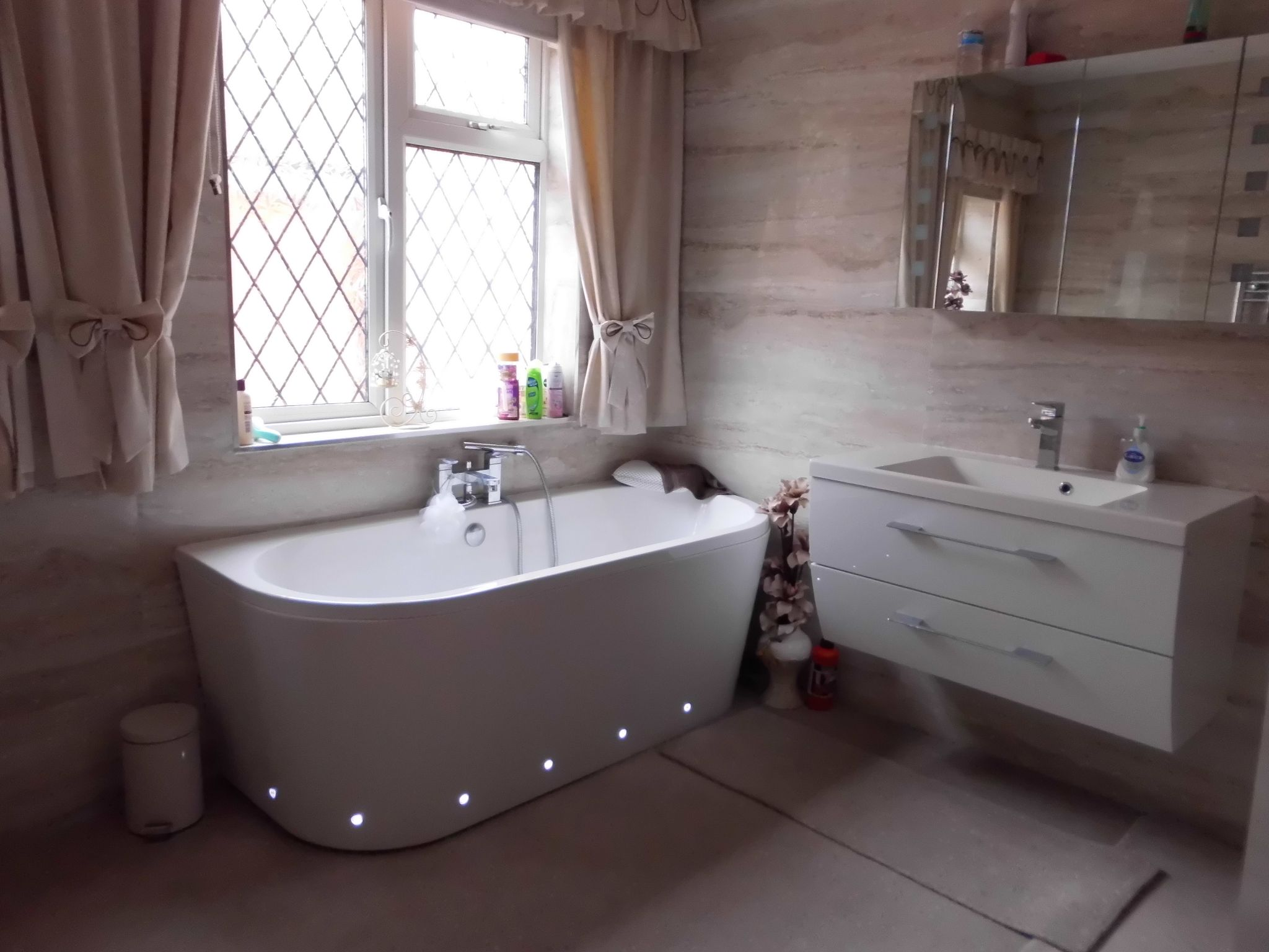4 bedroom detached house For Sale in Leicester - Family Bathroom.