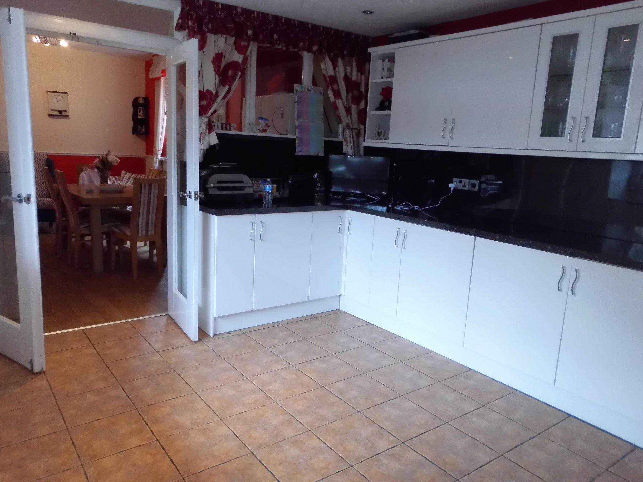 4 bedroom detached house For Sale in Leicester - Photograph 8.