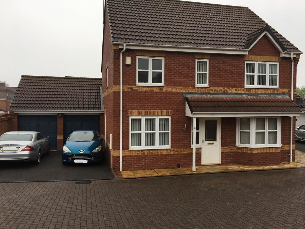 4 bedroom detached house For Sale in Leicester - Photograph 1.