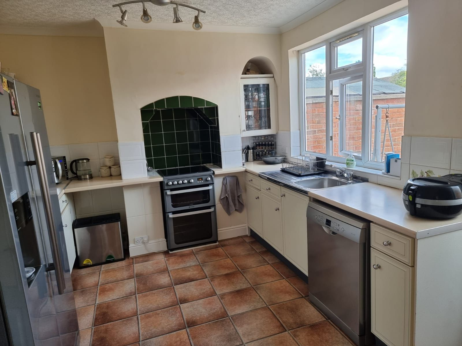 3 bedroom semi-detached house SSTC in Leicester - Photograph 5.
