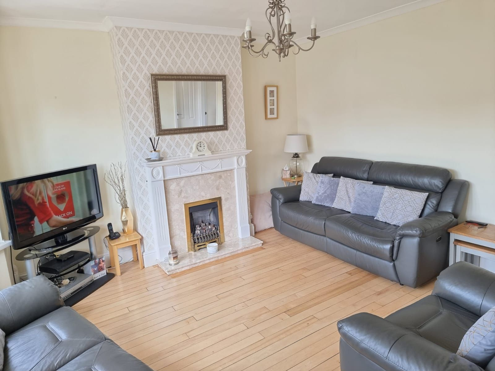 3 bedroom semi-detached house SSTC in Leicester - Photograph 2.