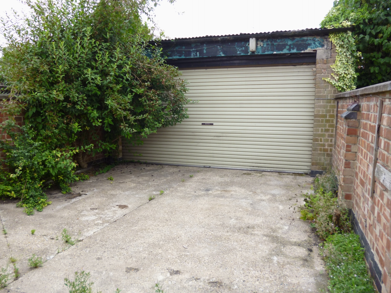 Garage To Let in Leicester - Photograph 1.
