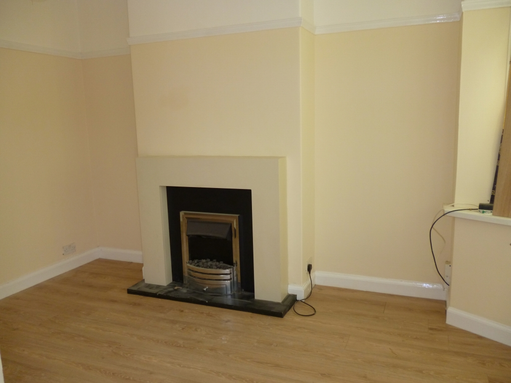 3 bedroom mid terraced house To Let in Leicester - Photograph 2.