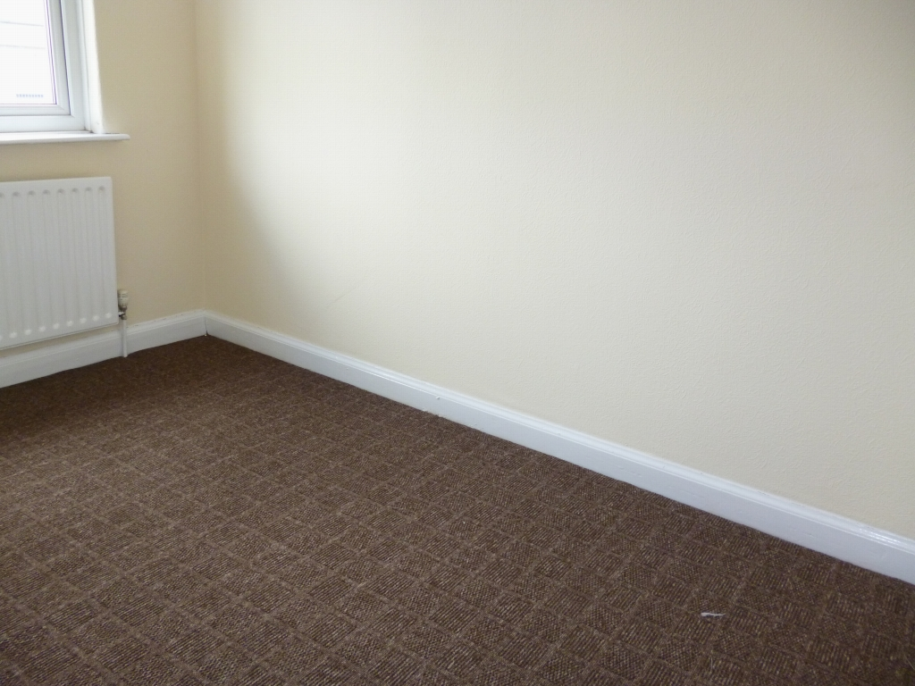 3 bedroom mid terraced house To Let in Leicester - Photograph 8.