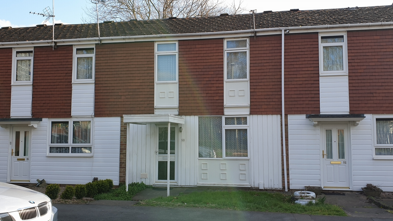 3 bedroom mid terraced house For Sale in Leicester - Photograph 1.