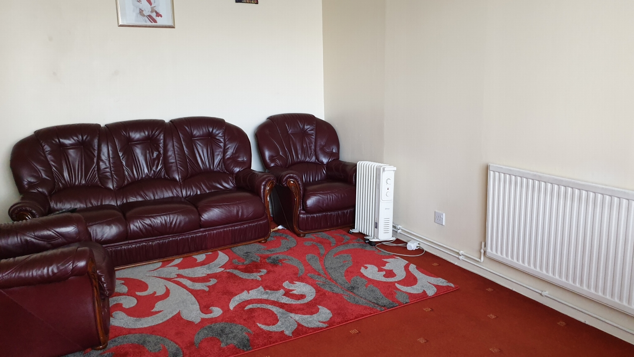 3 Bedroom Mid Terraced House For Sale 53 Lockerbie Avenue Image $key