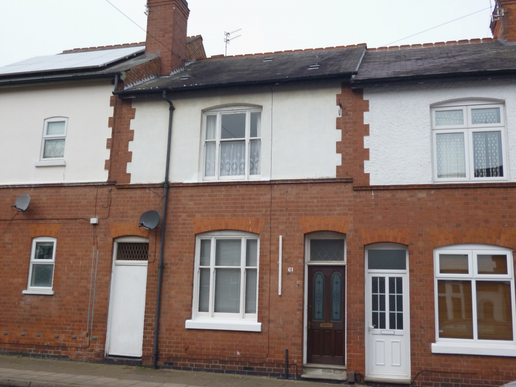 5 bedroom mid terraced house SSTC in Leicester - Photograph 1.