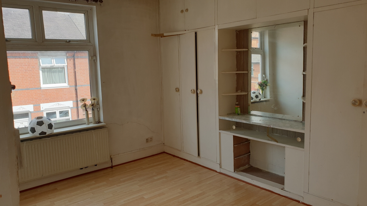 4 bedroom end terraced house SSTC in Leicester - Photograph 7.