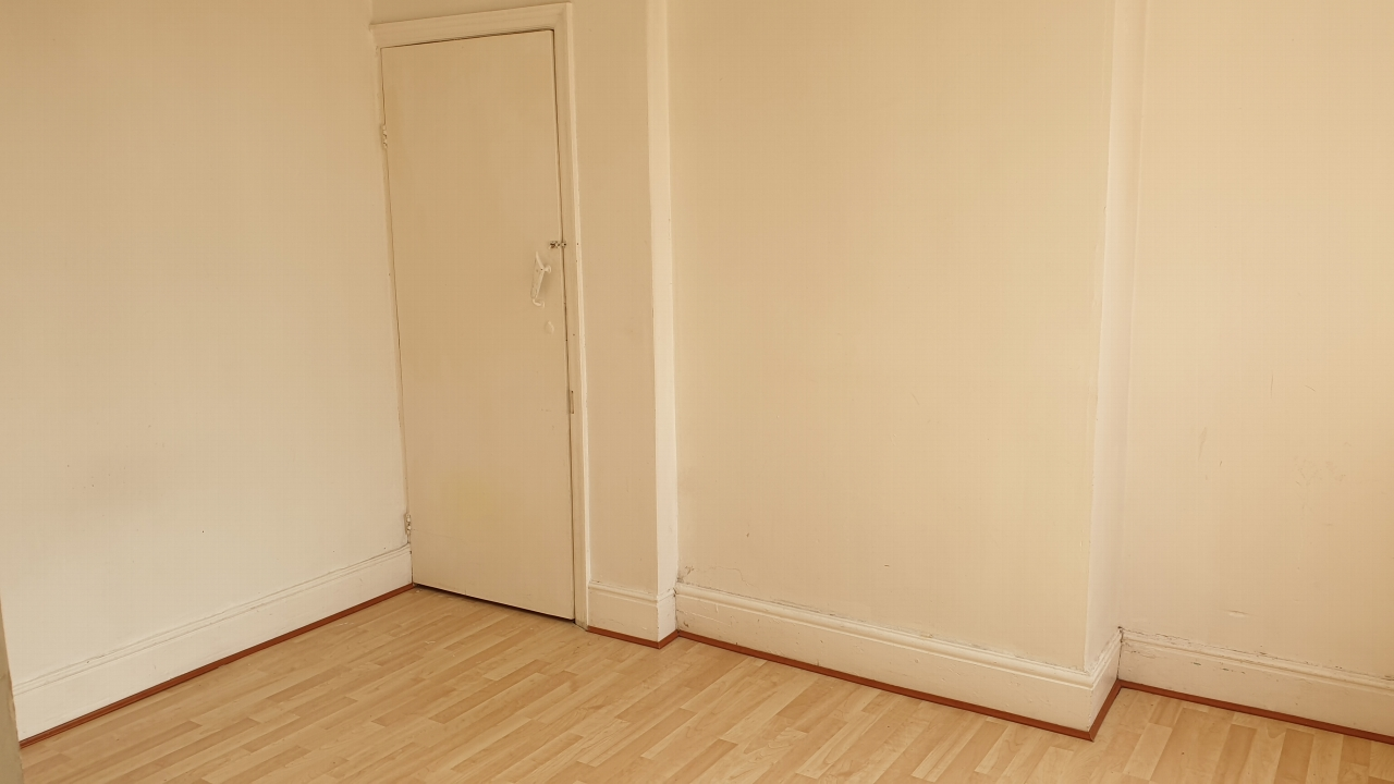 4 bedroom end terraced house SSTC in Leicester - Photograph 9.