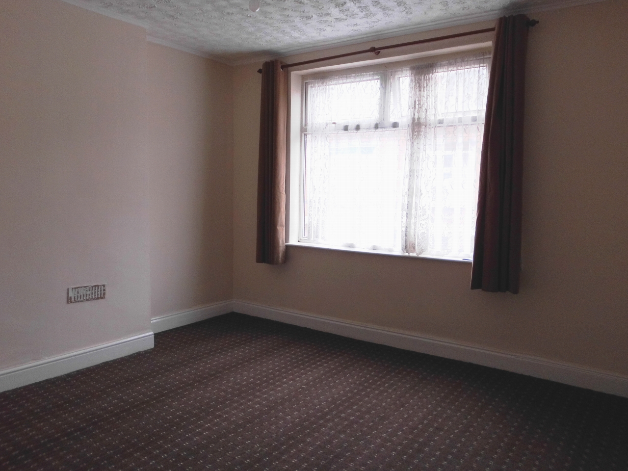 2 bedroom mid terraced house For Sale in Leicester - Photograph 5.