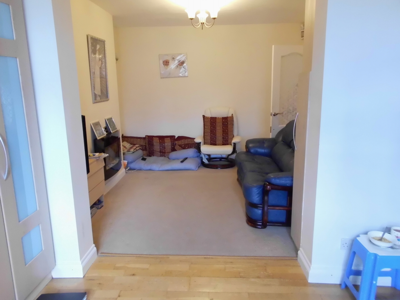 3 bedroom semi-detached house SSTC in Leicester - Photograph 3.