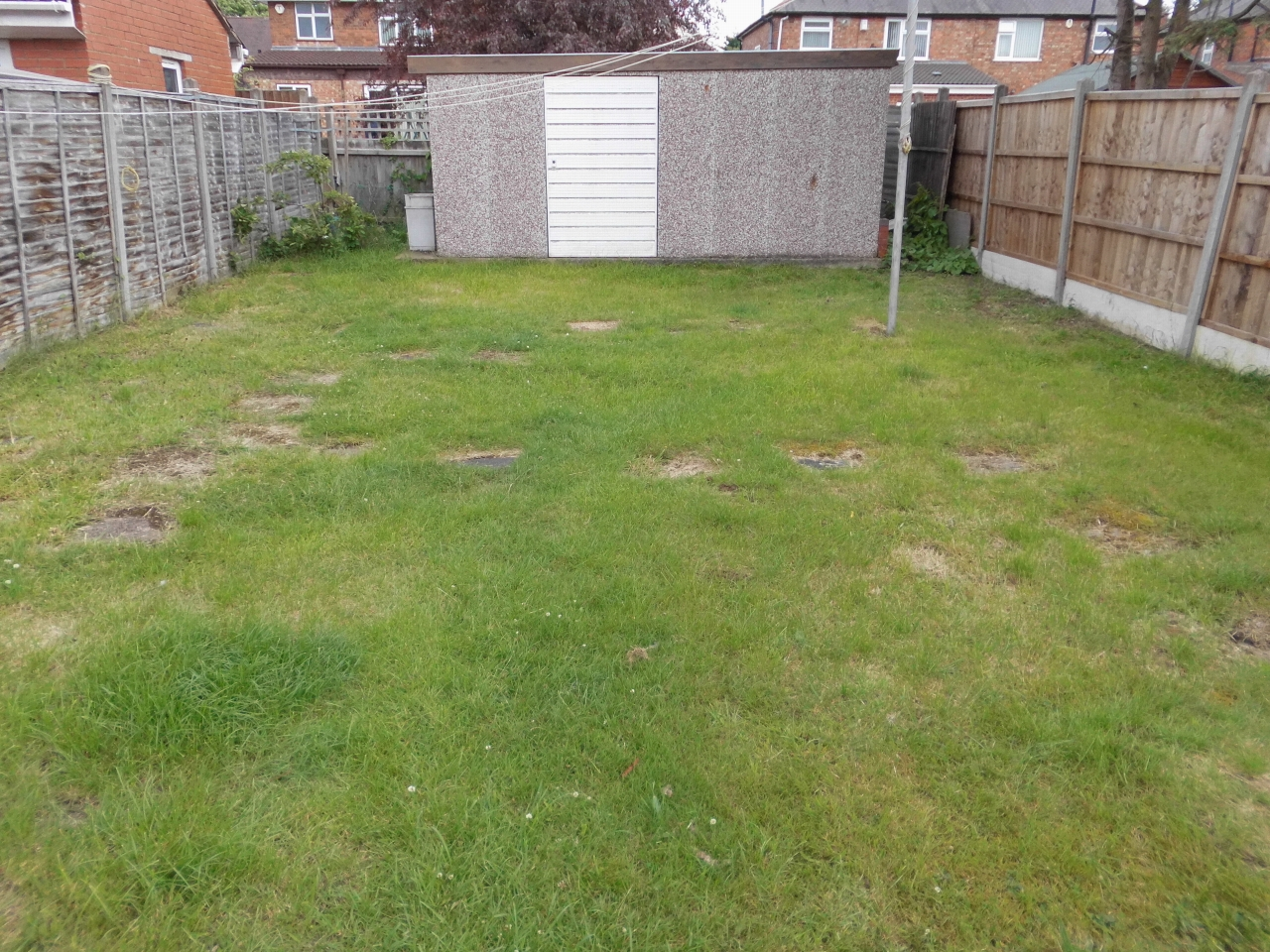 3 bedroom semi-detached house SSTC in Leicester - Photograph 12.