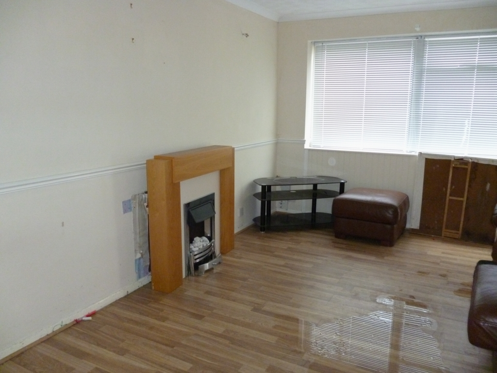 2 bedroom mid terraced house SSTC in Leicester - Photograph 2.