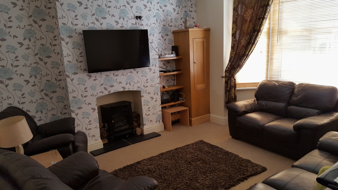 3 bedroom barn conversion house SSTC in Leicester - Photograph 2.