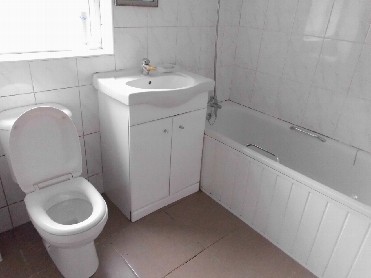2 bedroom mid terraced house SSTC in Leicester - Photograph 5.