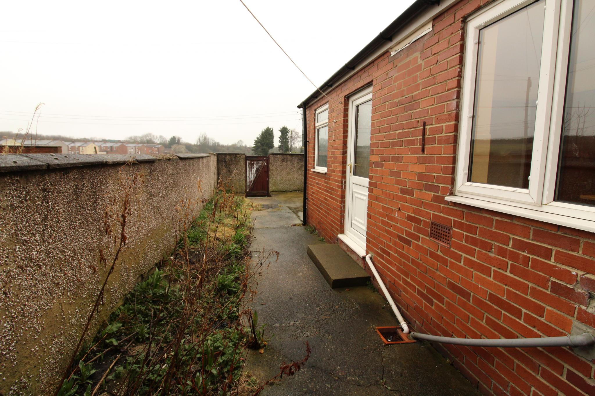 2 Bedroom Mid Terraced House For Sale - Exterior Yard