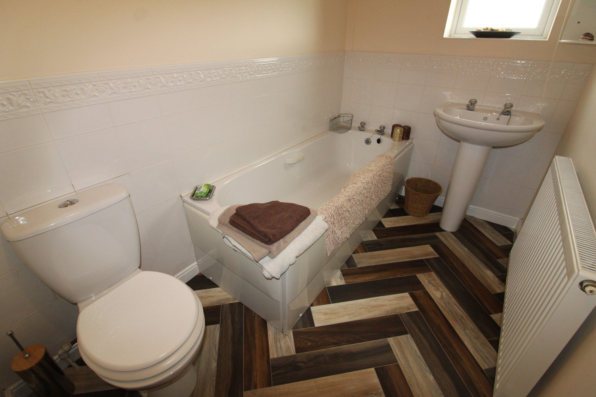3 Bedroom Detached House For Sale - Photograph 11