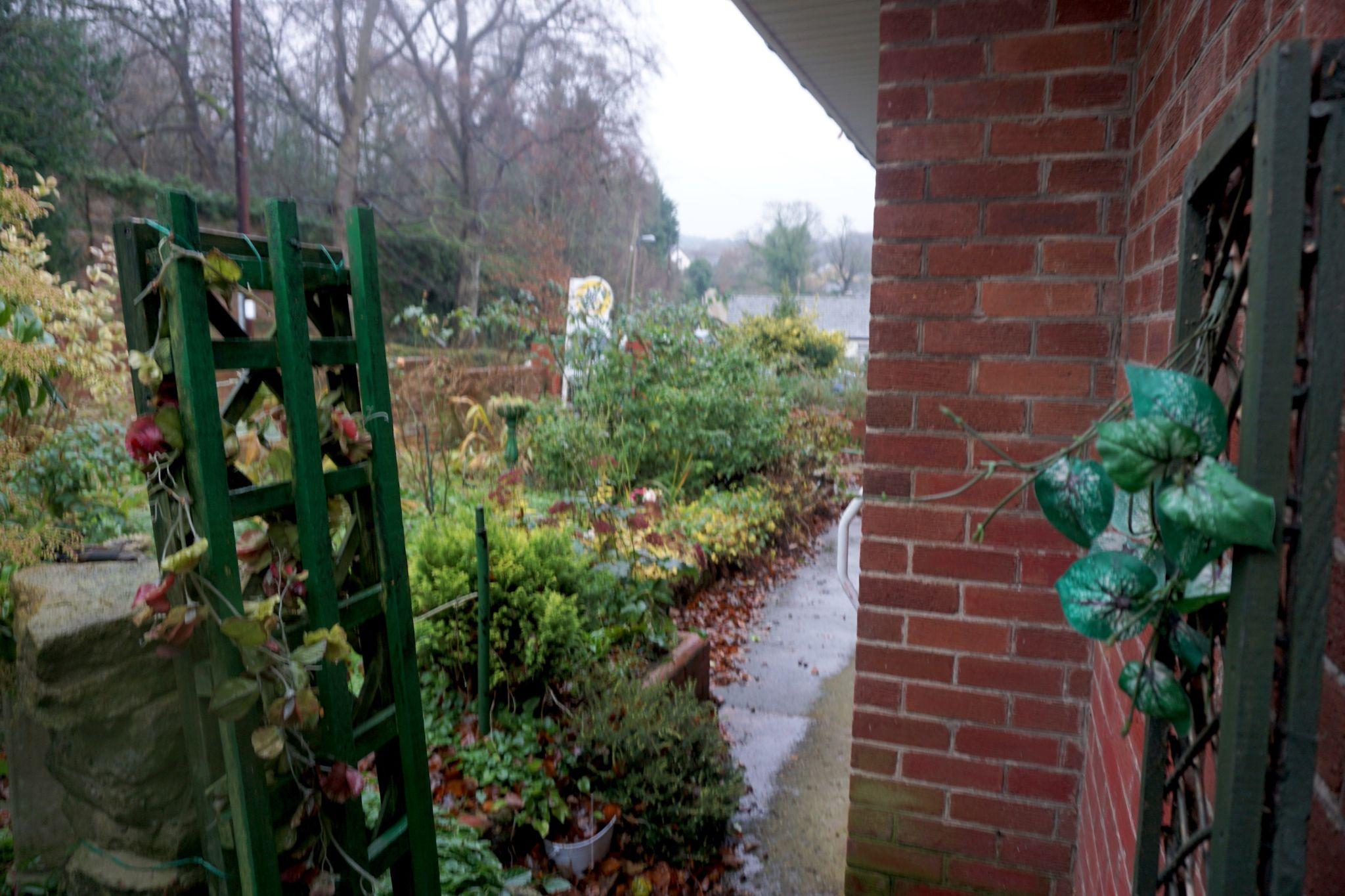 2 Bedroom Detached Bungalow For Sale - Garden