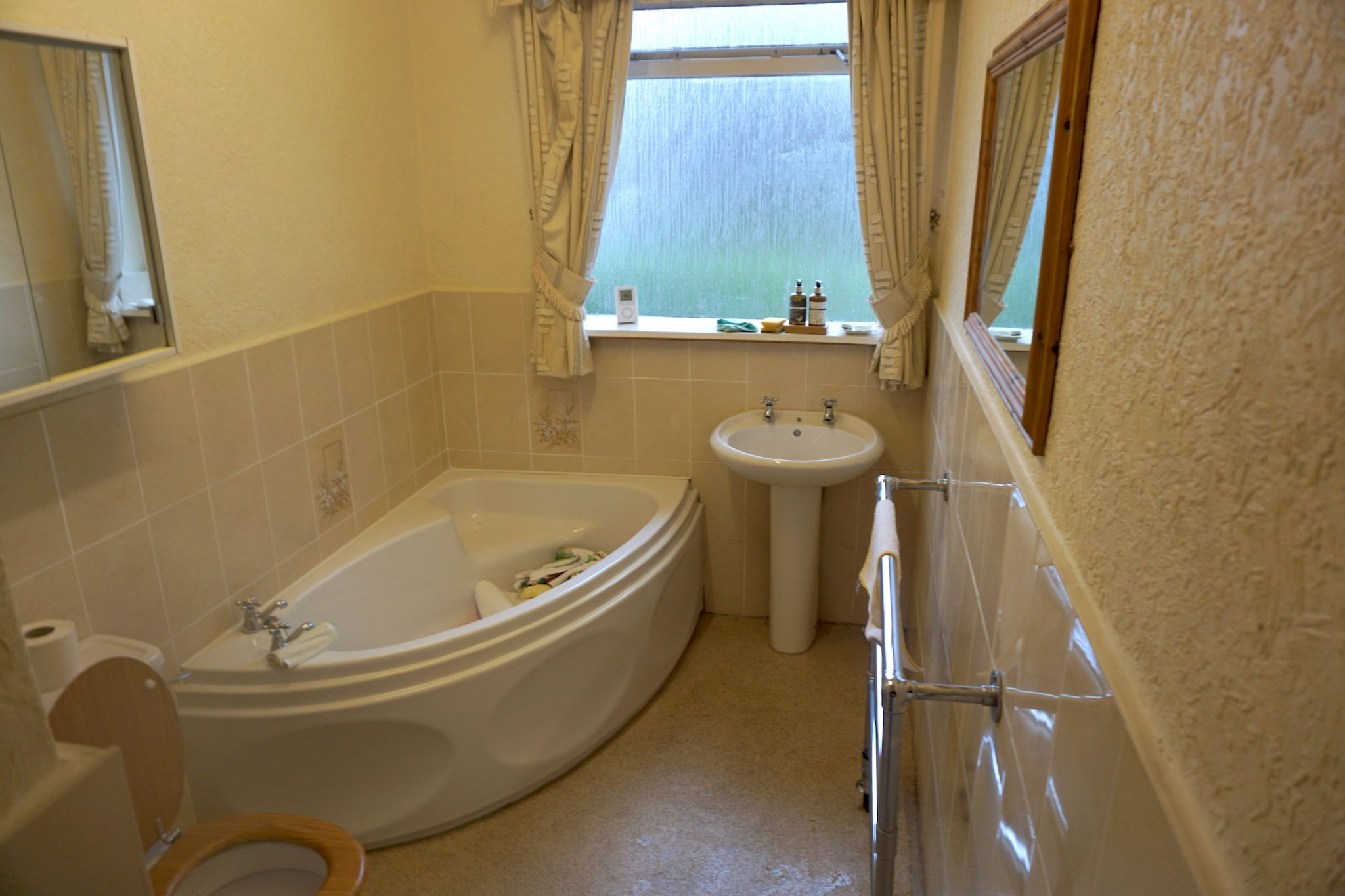 2 Bedroom Detached Bungalow For Sale - Bathroom 2