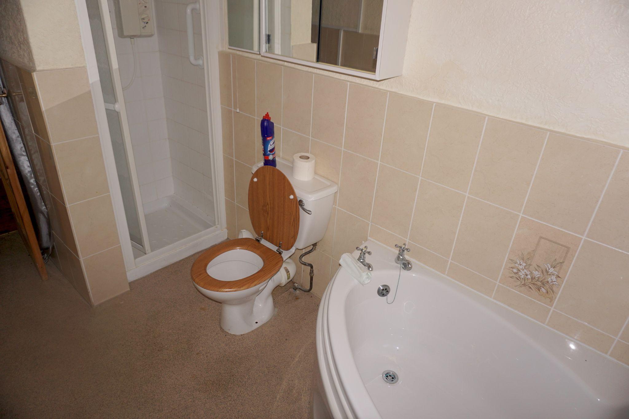 2 Bedroom Detached Bungalow For Sale - Bathroom