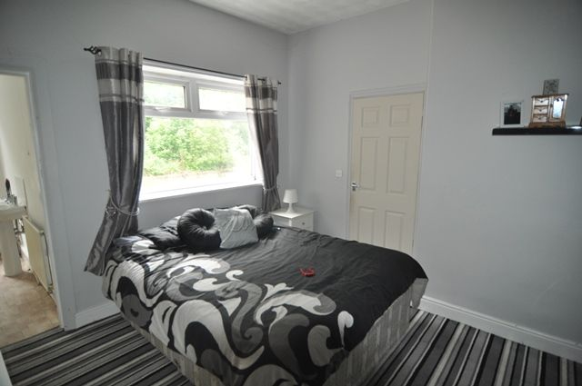 3 Bedroom Mid Terraced House For Sale - Photograph 7