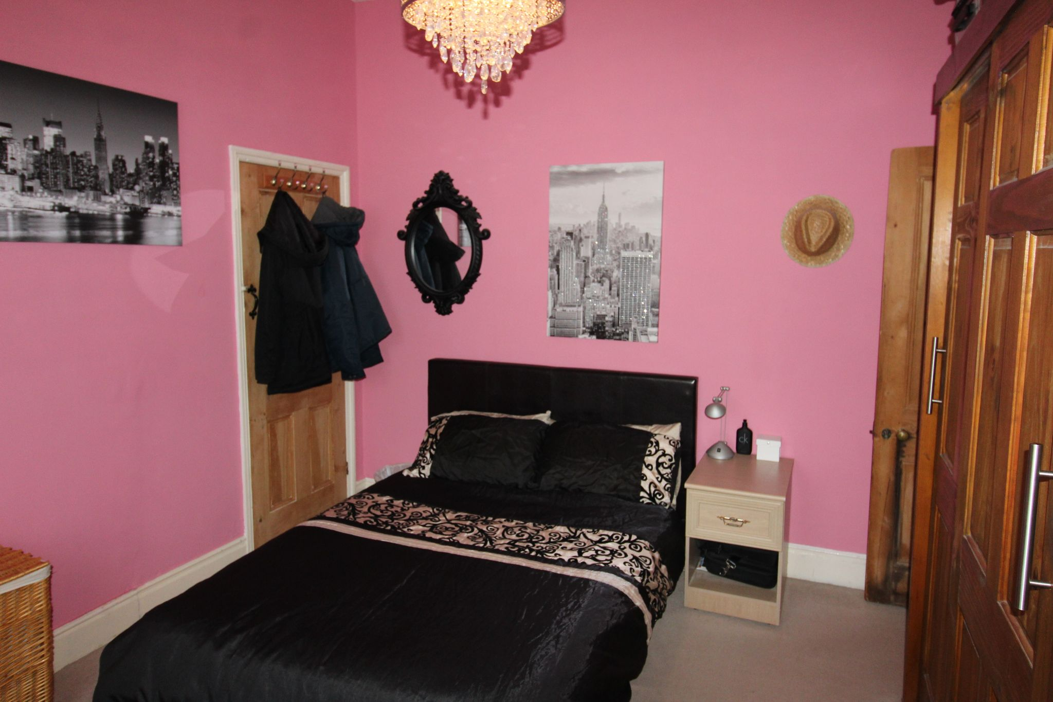 3 Bedroom Mid Terraced House For Sale - Photograph 9