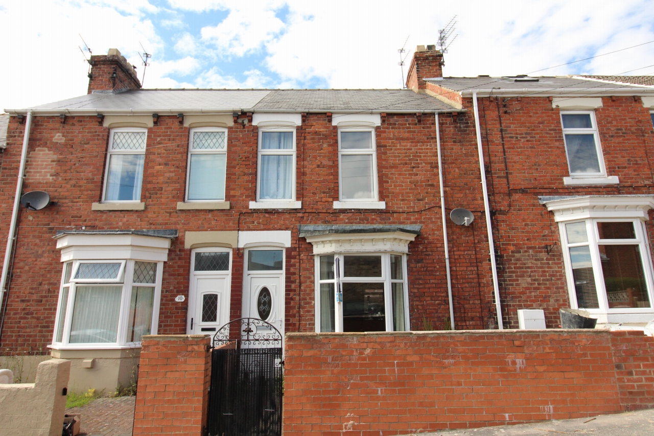 3 bedroom mid terraced house Let in Crook - Photograph 1.